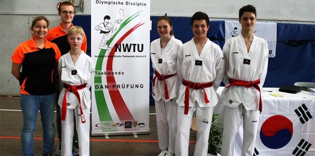 Trainer und Sportler des SSK-Taekwondo-Teams bei der Dan-Prüfung in Alsdorf 2015